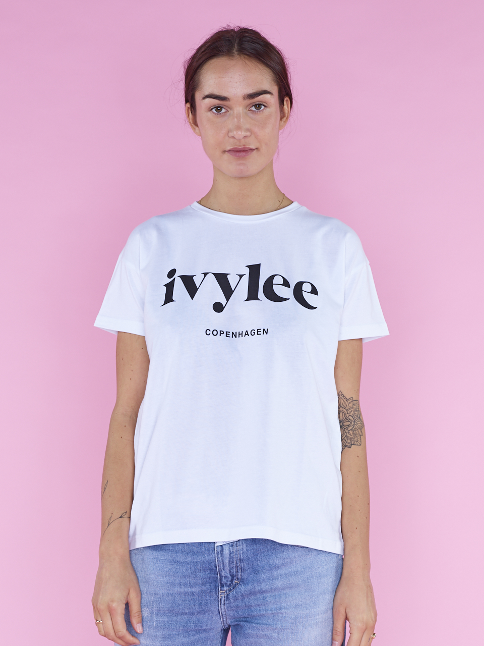 TEE IVYLEE LOGO